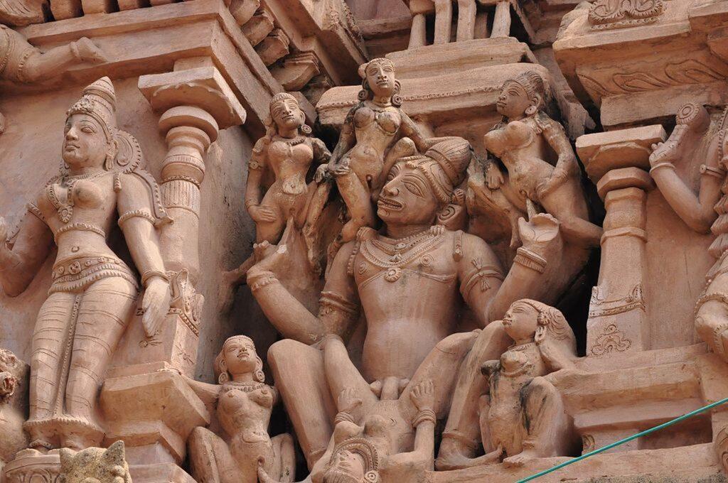 1024px sex statue in temple